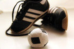 Babysportschuhe und Minifußball